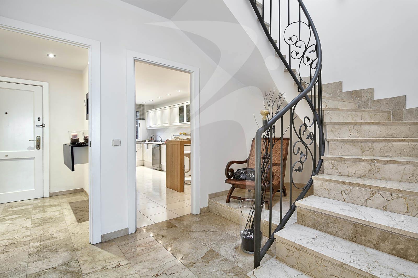 05_SonVeriNou_stairs