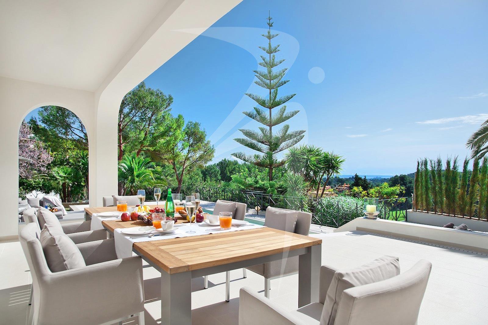VillaSonVida_outdoor_dining_logo