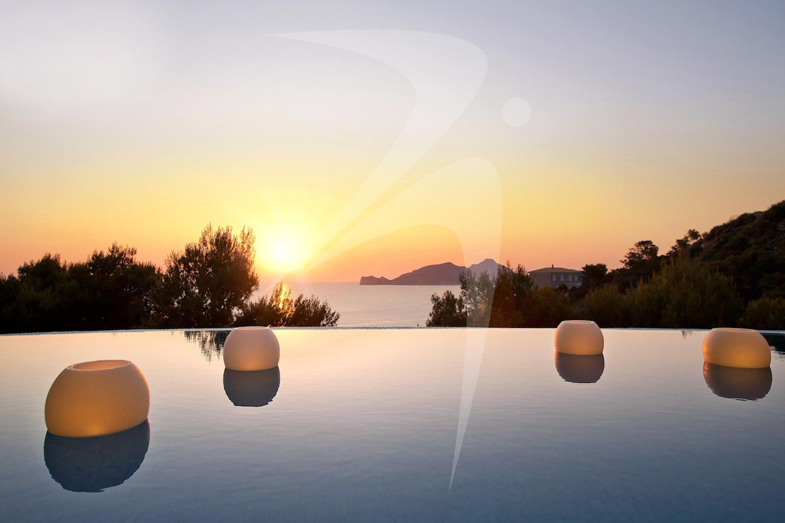 VillaVerde_pool_sunset_logo